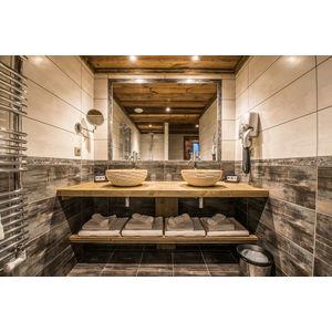 Family suite 'Les Jockeys' bathroom