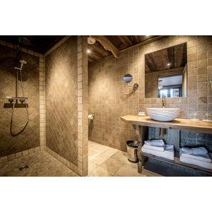 Bathroom The 'Brigues' bedroom